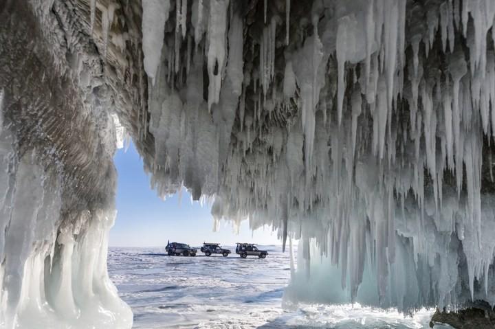 Замерзшее озеро Байкал (7)