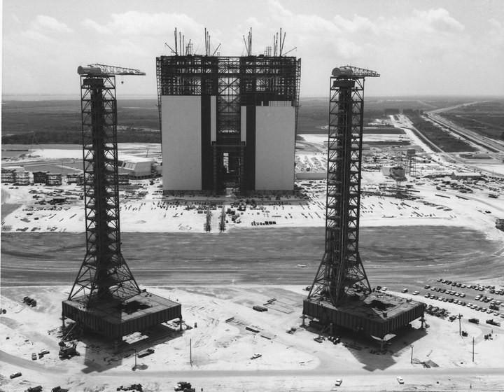 Самое большое одноэтажное здание в мире NASA Vehicle Assembly Building (7)