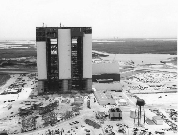 Самое большое одноэтажное здание в мире NASA Vehicle Assembly Building (9)