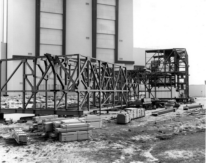 Самое большое одноэтажное здание в мире NASA Vehicle Assembly Building (10)