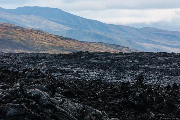 Лавовый поток вулкана Толбачик, гора Камень и Ключевская сопка (11)