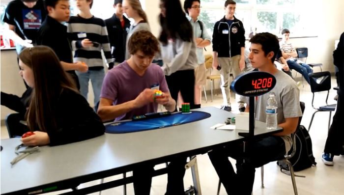 Новый рекорд по сборке Кубика Рубика: всего 5,25 секунды!