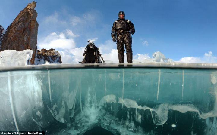 Погружение под лед озера Байкал (1)