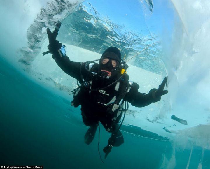 Погружение под лед озера Байкал (12)