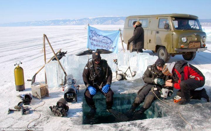 Погружение под лед озера Байкал (4)