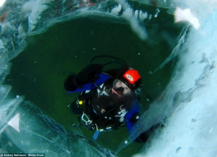 Погружение под лед озера Байкал (5)
