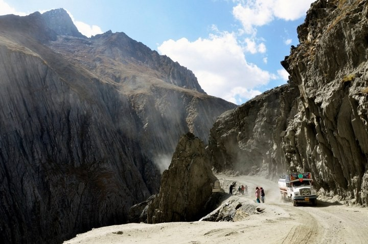 Опасная дорога в Индии (2)