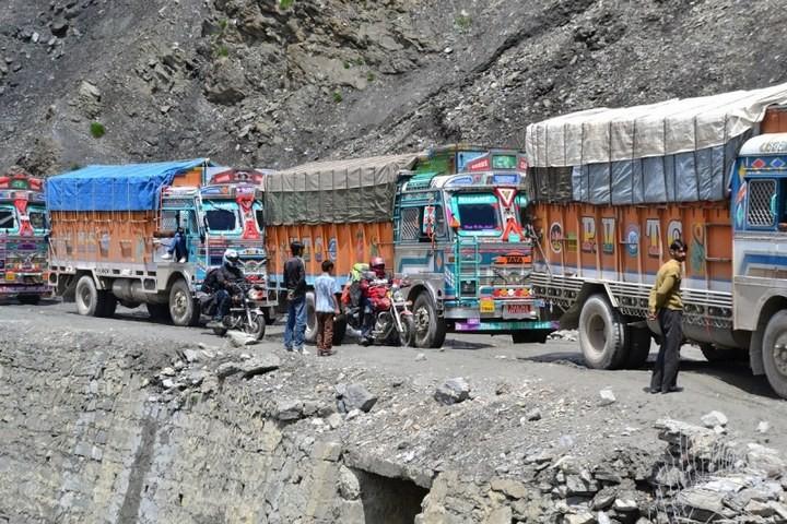 Опасная дорога в Индии (9)