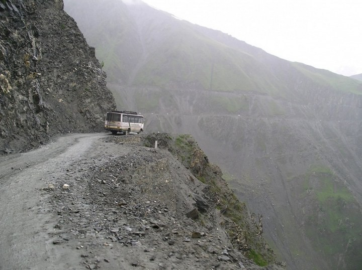 Опасная дорога в Индии (11)