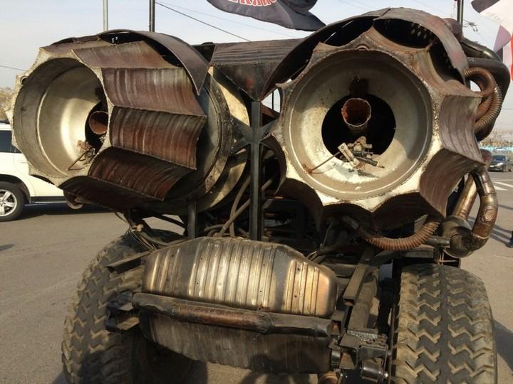 Зверский автомобиль с волчьей мордой (5)