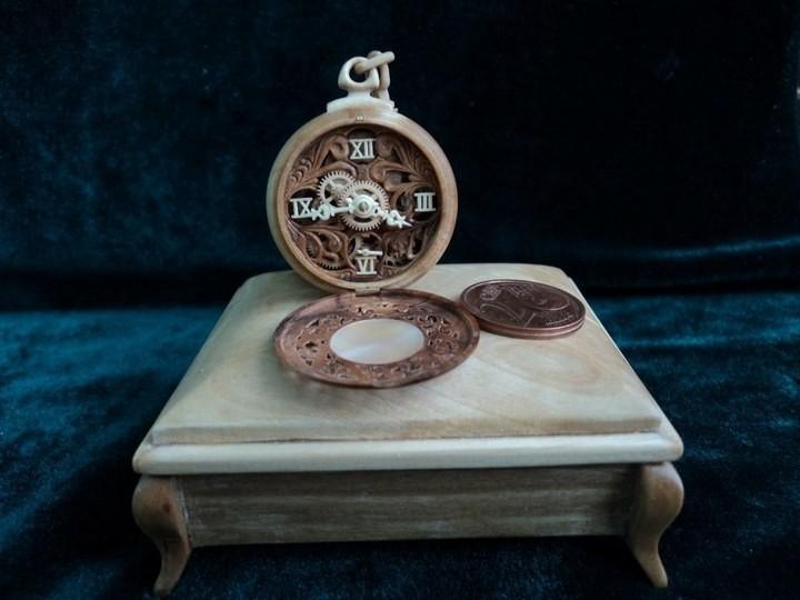 Деревянные часы Валерия Даневича (2)