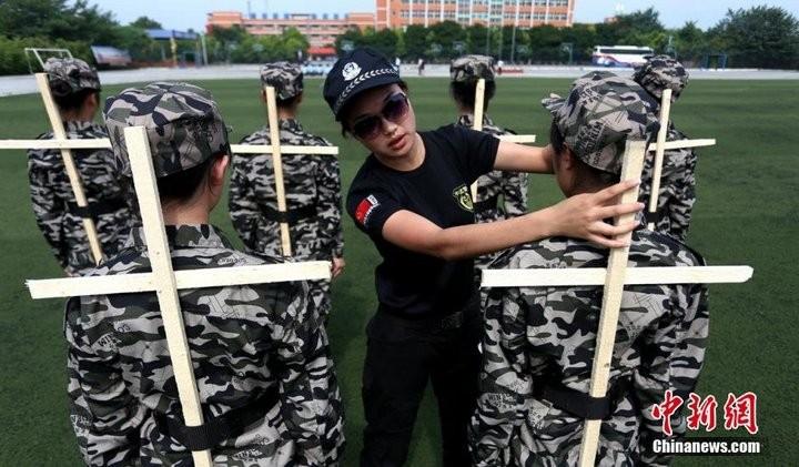 Как оттачивают строевую выправку в Китае (2)