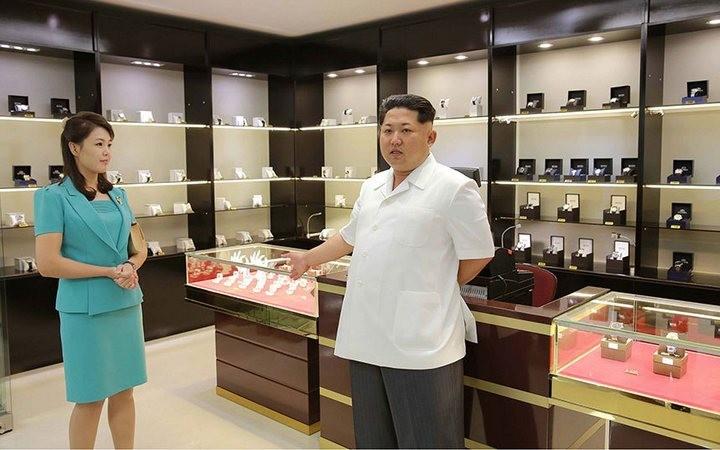 Ким Чен Ын на открытии нового терминала в аэропорту в Пхеньяне (7)