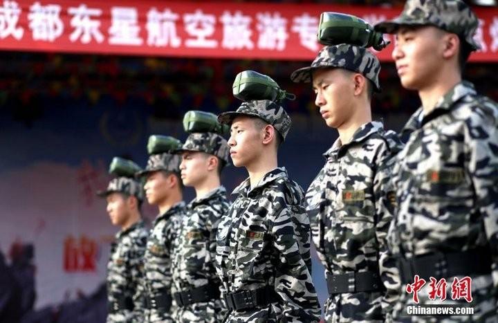 Как оттачивают строевую выправку в Китае (7)