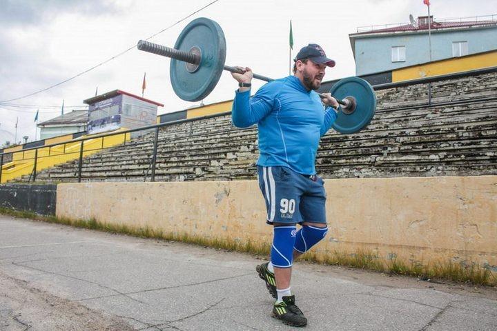 Андрей Родичев совершил восхождение на Эльбрус со штангой весом 75 кг (1)