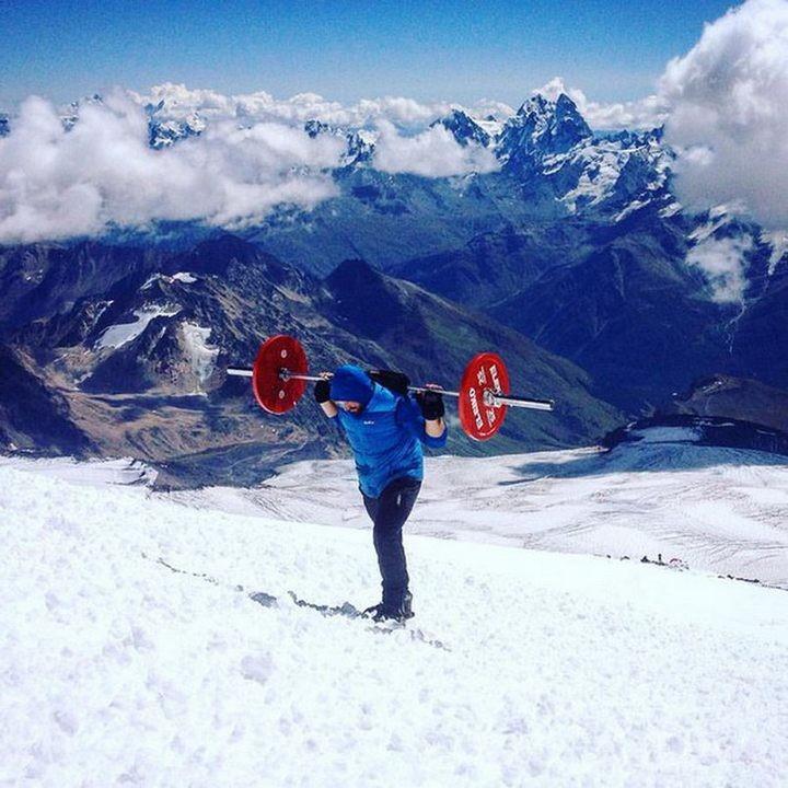 Андрей Родичев совершил восхождение на Эльбрус со штангой весом 75 кг (2)