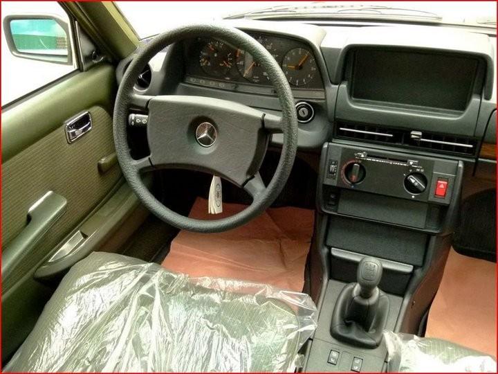Абсолютно новый, законсервированный Mercedes-Benz E-class W123 1984 года выпуска... (3)
