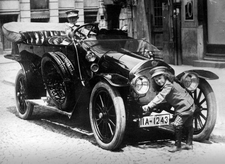 Первые автомобили в истории крупнейших современных брендов (4)