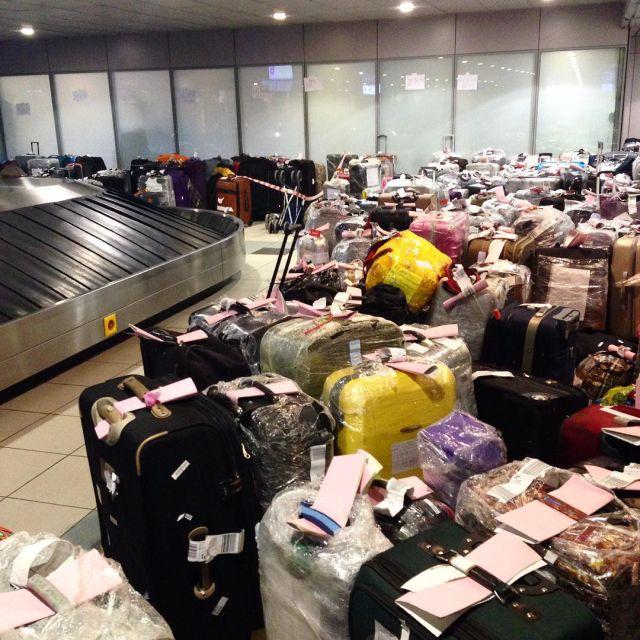 Чемоданный коллапс в российских аэропортах (3)