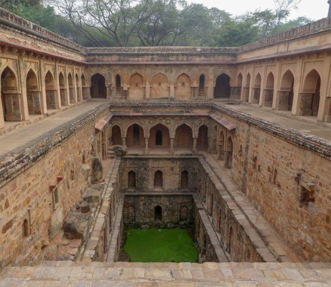 Удивительные ступенчатые колодцы Индии (6)