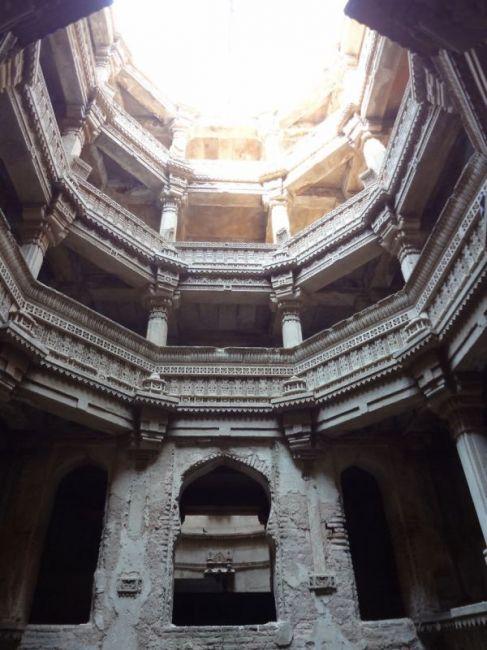 Удивительные ступенчатые колодцы Индии (5)