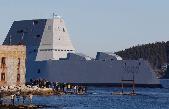 В США сошел на воду самый большой эсминец Zumwalt (2)