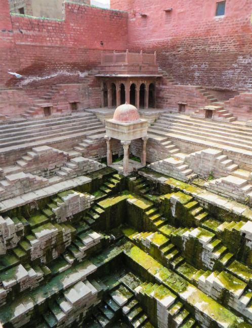 Удивительные ступенчатые колодцы Индии (14)