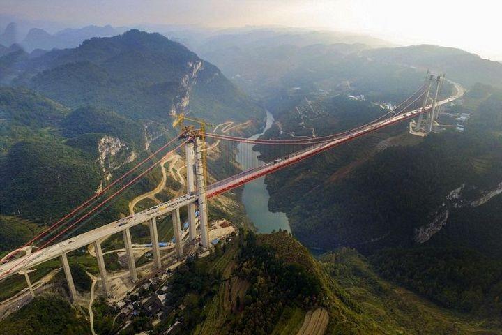 Строительство гигантского подвесного моста в Китае (3)