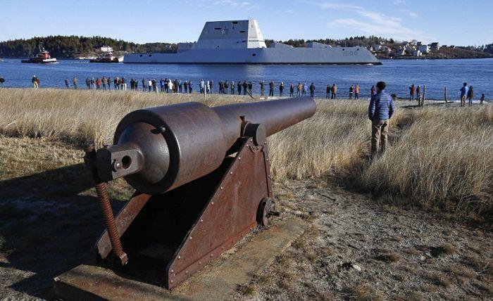 В США сошел на воду самый большой эсминец Zumwalt (4)