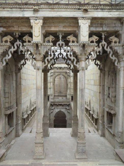 Удивительные ступенчатые колодцы Индии (9)