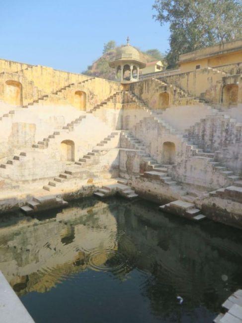 Удивительные ступенчатые колодцы Индии (7)