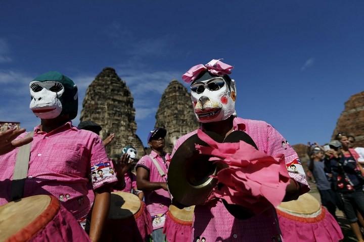 Фестиваль обезьян в Таиланде (8)