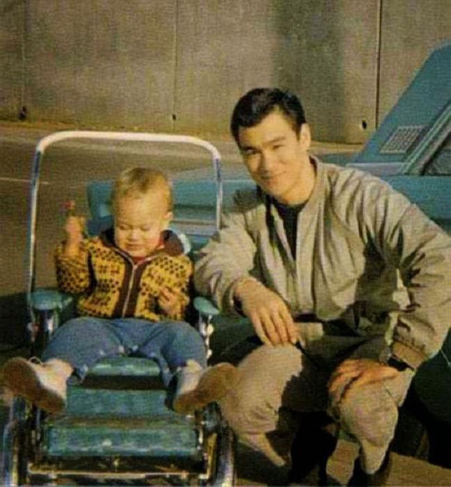 Семейные фотографии из архива Брюса Ли (6)