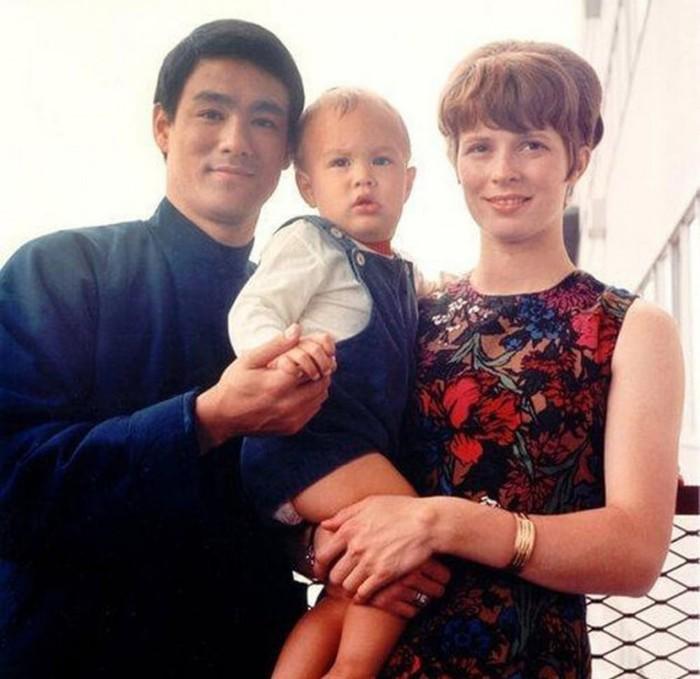 Семейные фотографии из архива Брюса Ли (4)