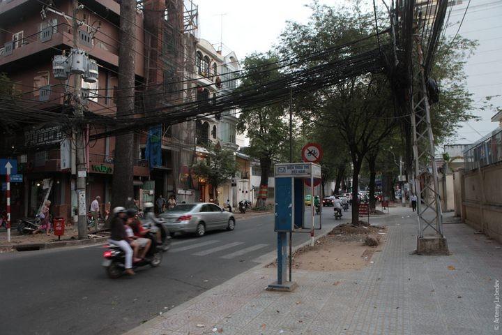 Вьетнамские электрики с прокладкой проводов явно не заморачиваются (2)