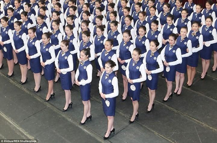 Как отбирают стюардесс в Китае (3)