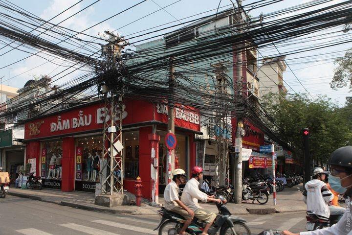 Вьетнамские электрики с прокладкой проводов явно не заморачиваются (3)