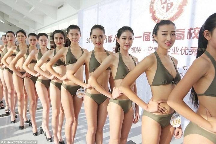 Как отбирают стюардесс в Китае (4)