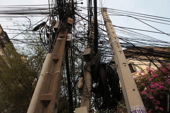 Вьетнамские электрики с прокладкой проводов явно не заморачиваются (4)