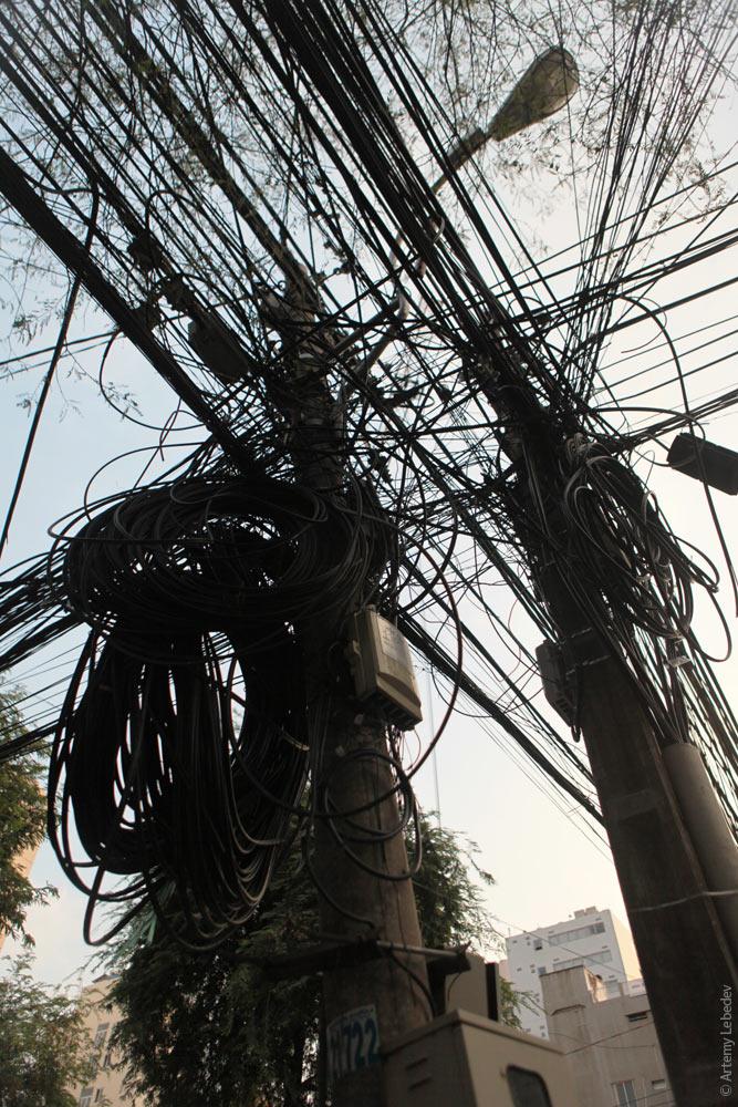 Вьетнамские электрики с прокладкой проводов явно не заморачиваются (6)