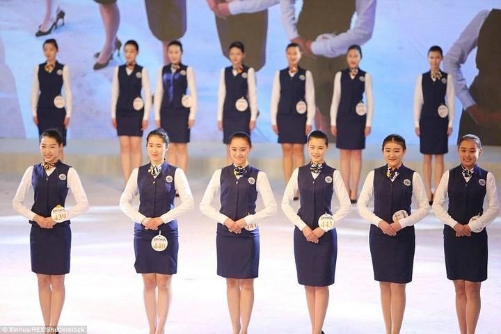 Как отбирают стюардесс в Китае (6)