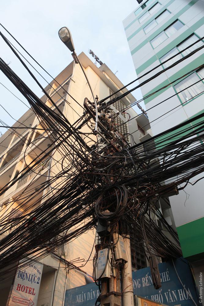 Вьетнамские электрики с прокладкой проводов явно не заморачиваются (7)