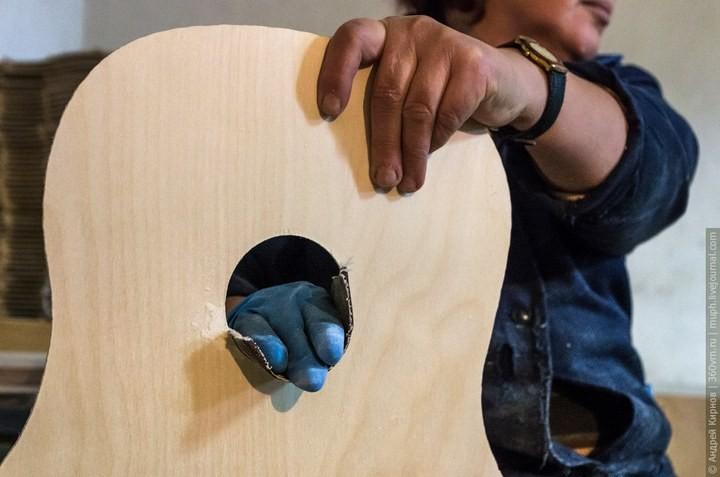Как делают акустические гитары (1)