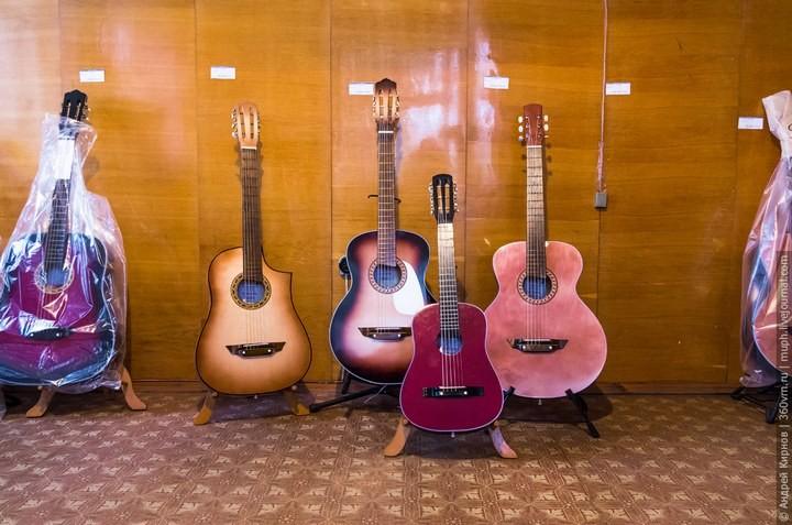 Как делают акустические гитары (3)