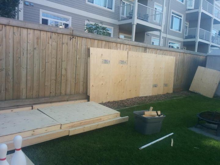 Чувак построил боулинг на заднем дворе (2)