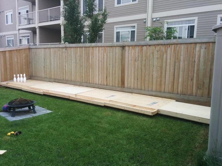 Чувак построил боулинг на заднем дворе (3)