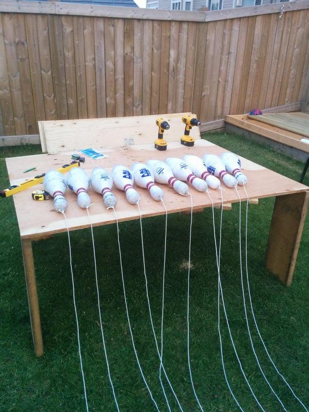 Чувак построил боулинг на заднем дворе (5)