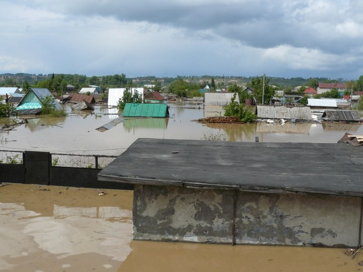 Как спасали автомобили из затопленных гаражей (3)