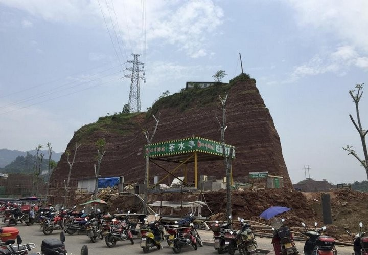 Дома в Китае, ставшие на пути строителей (4)