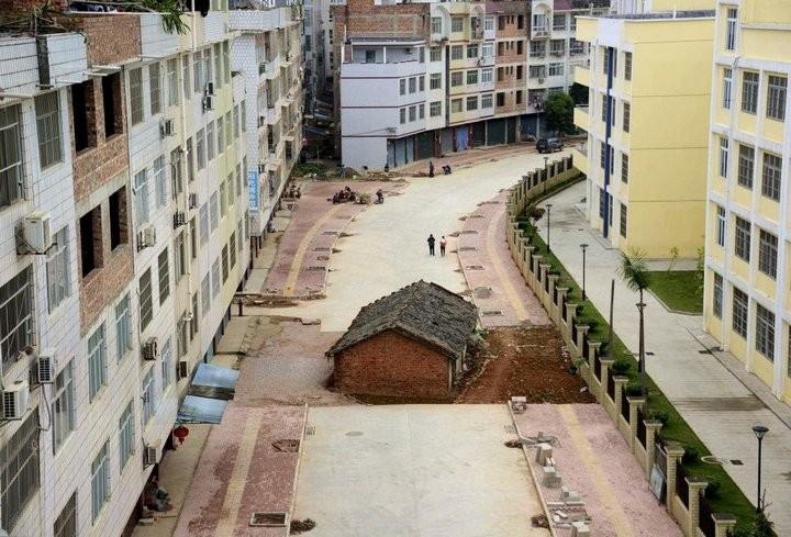 Дома в Китае, ставшие на пути строителей (5)